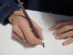 come tenere la penna